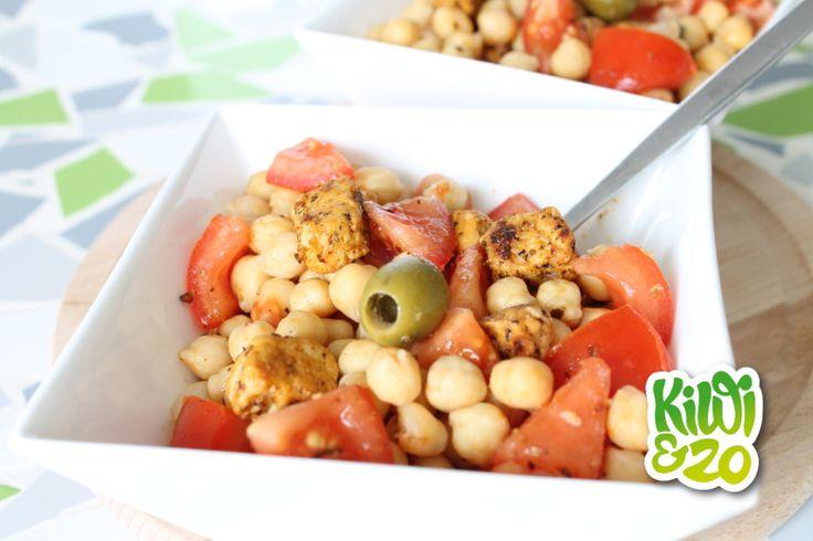 Heerlijke salade met tomaat, quorn en kikkererwten. Ik voeg er soms voor de afwisseling ook spinazie aan toe. Recept van www.kiwienzo.nl.