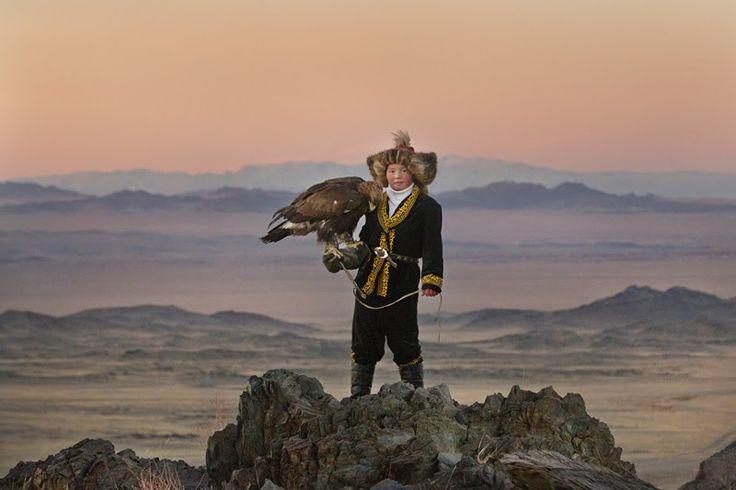 Ο άνθρωπος, ως μικρός και μέγας, ικανός για το καλύτερο και το χειρότερο, κυριαρχεί στις νέες ταινίες με καλύτερες ανάμεσά τους την «Κυνηγό με τον αετό» από την αχανή Μογγολία και το ντοκιμαντέρ «Η όψη της σιωπής». ------------------------------------------- #film #cinema #new #movie http://fragilemag.gr/nees-tainies-ths-evdomadas/