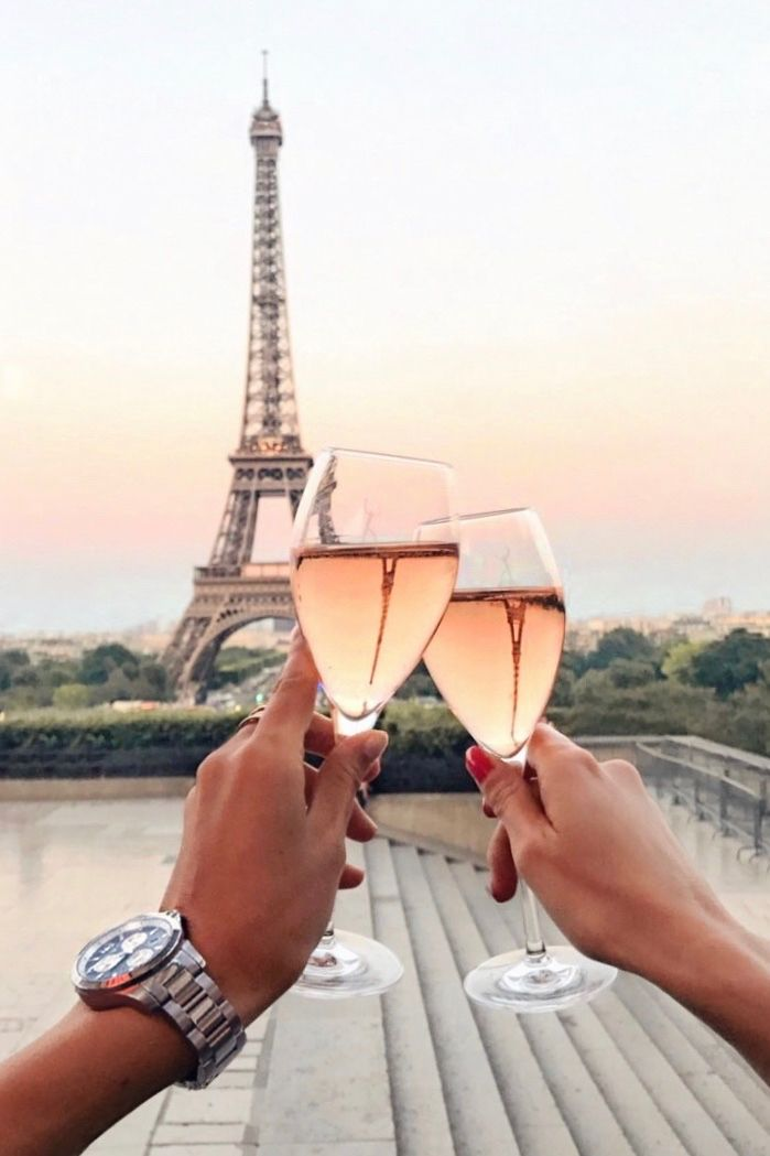 Cheers to summer   Paris: http://www.ohhcouture.com/2017/06/monday-update-49/ #leoniehanne #ohhcouture