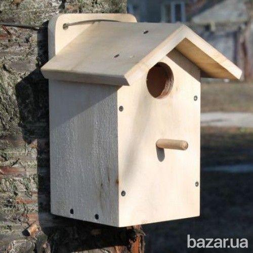 Скворечник изготавливается из натуральной доски липы, осины, сосны снаружи отшлифованный, но не окрашен. Поскольку птицы не переносят запаха краски...