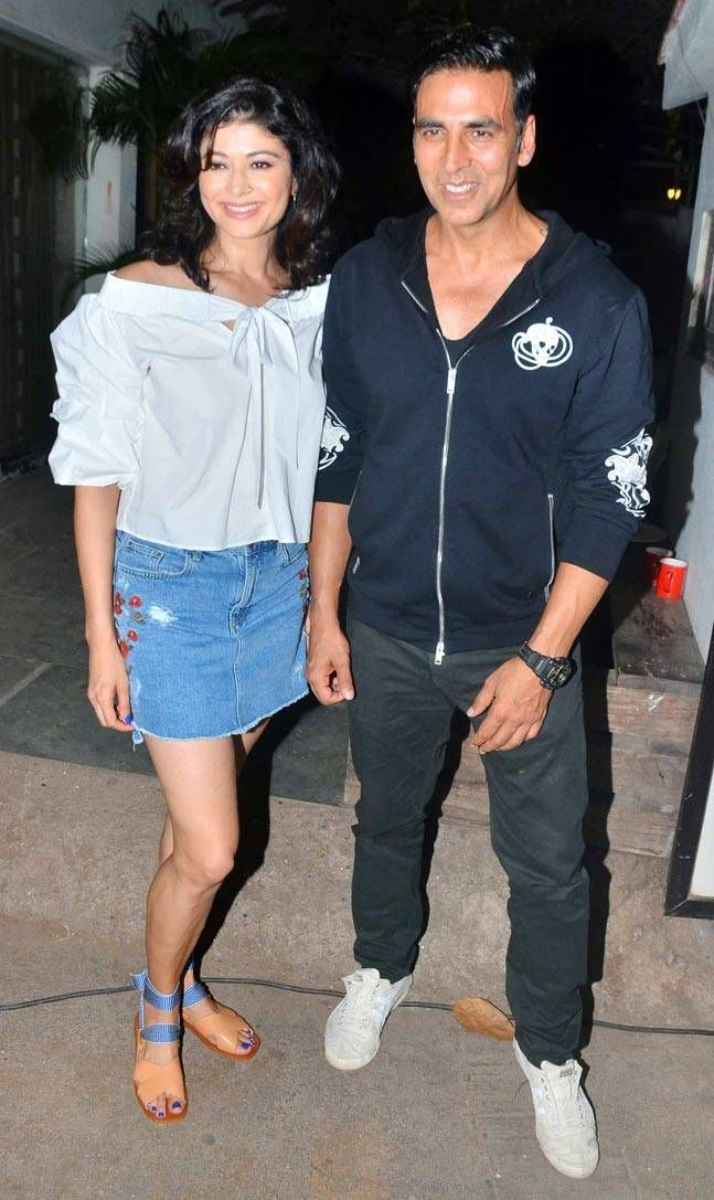 Khiladi Kumar recently took everyone by surprise when he made a special appearance at the screening of ex-girlfriend Pooja Batra's Mirror Games.