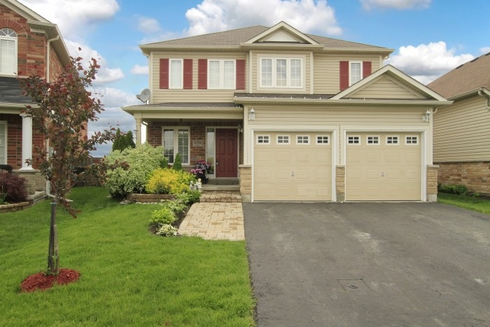 Are you looking for a premium lot?  Check out this 4+1 bdrm home with location, location, location!!  Located on a quiet court, close to Sherwoood PS, Maxwelll Heights Secondary, Legends Centre, shopping,  to be 407 access.  If you are looking for pride of ownership this immaculate quality built Midhaven home shows 10+++.  Featuring lush gardens, landscaped yards with interlock brick, fully fenced pie shaped lot with green space in behind. Freshly painted & it sparkles from top to bottom!