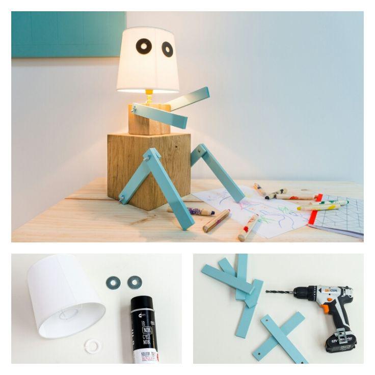 DIY : Créer une lampe robot en cubes de bois #DIY #tuto #tutoriel #bricolage #brico #ideedeco #madecoamoi #bois #lampe