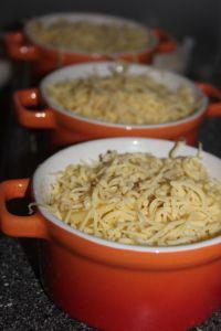 Romige aardappel kaas gratin in mini pannetjes