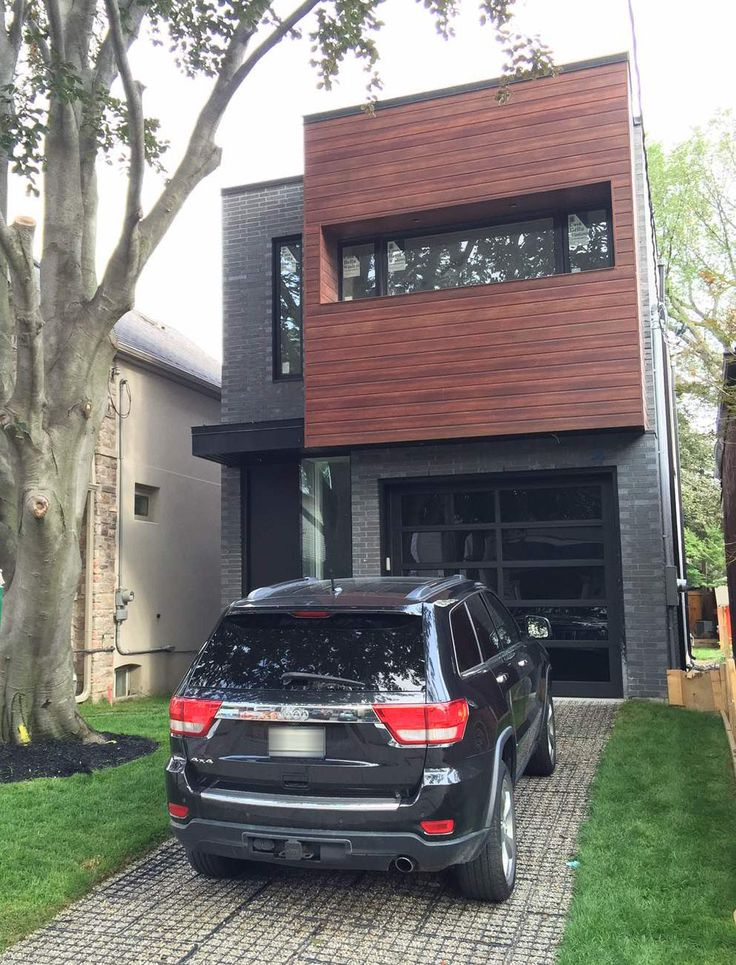 Longboard Siding installed with dark brick. Installed by Terra Casa Aluminum for Lincoln Builders, a local GTA builder.