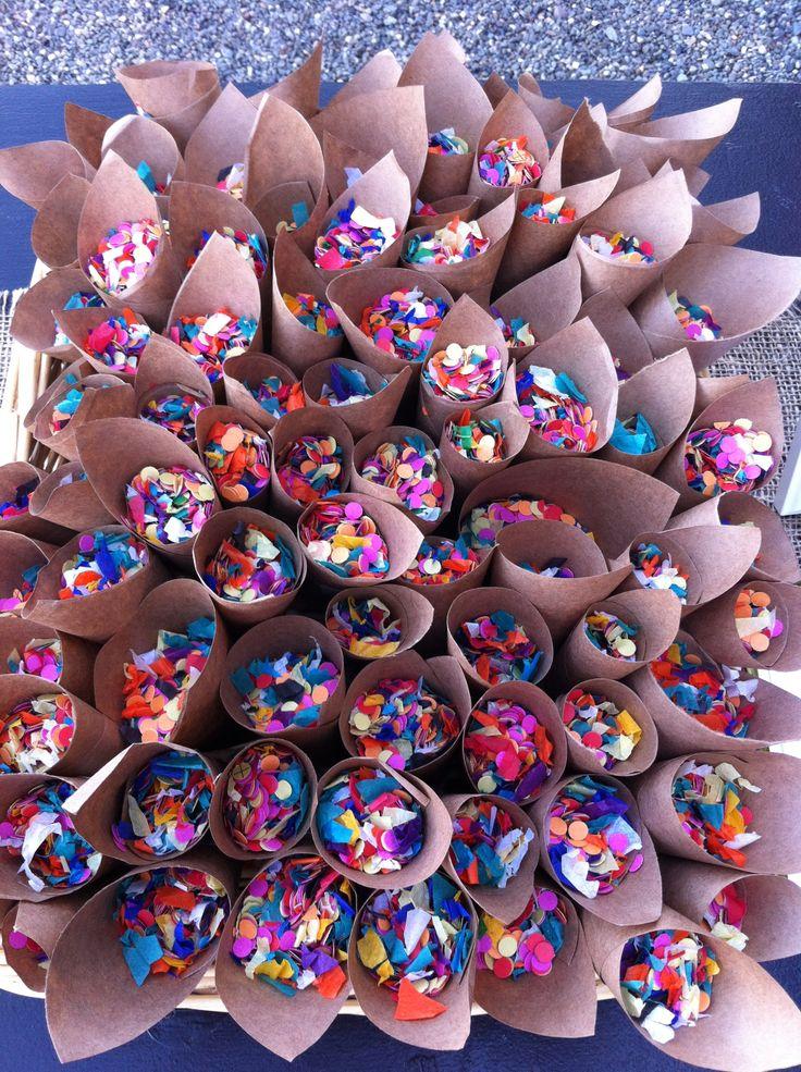 Des cornets de confettis  à mettre à dispo de vos convives