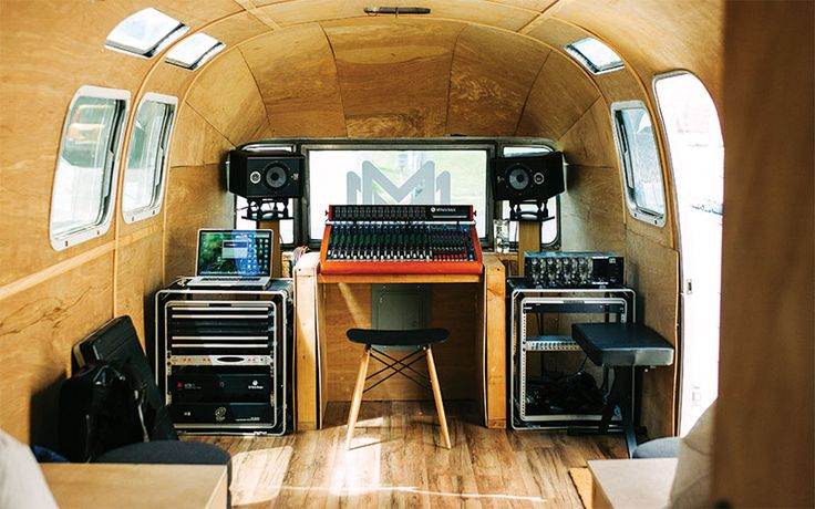 Earlier this year, students  in HonCC's MELE (Music and Entertainment Learning Experience) program had an opportunity to take the the world's first solar-powered mobile recording studio for a test drive!  The studio belongs to Mana Mele, a non-profit that aims to educate local students to work in the music industry.