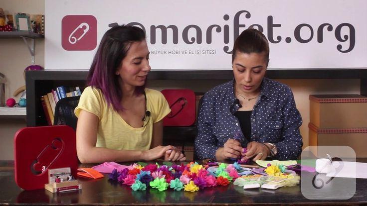 """Keçe çiçek yapımı ve bu güzel çiçekler ile bebek beresi süsleme çalışması, bu kısa ve faydalı videomuzda. 10marifet.org'da """"nasıl yapılır"""" videoları var."""