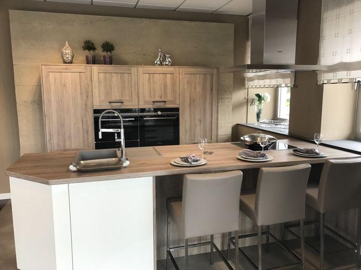 Arbeitsplattenüberstand zum Sitzen an der Kochinsel Arbeitsplatte - küche mit kochinsel preis