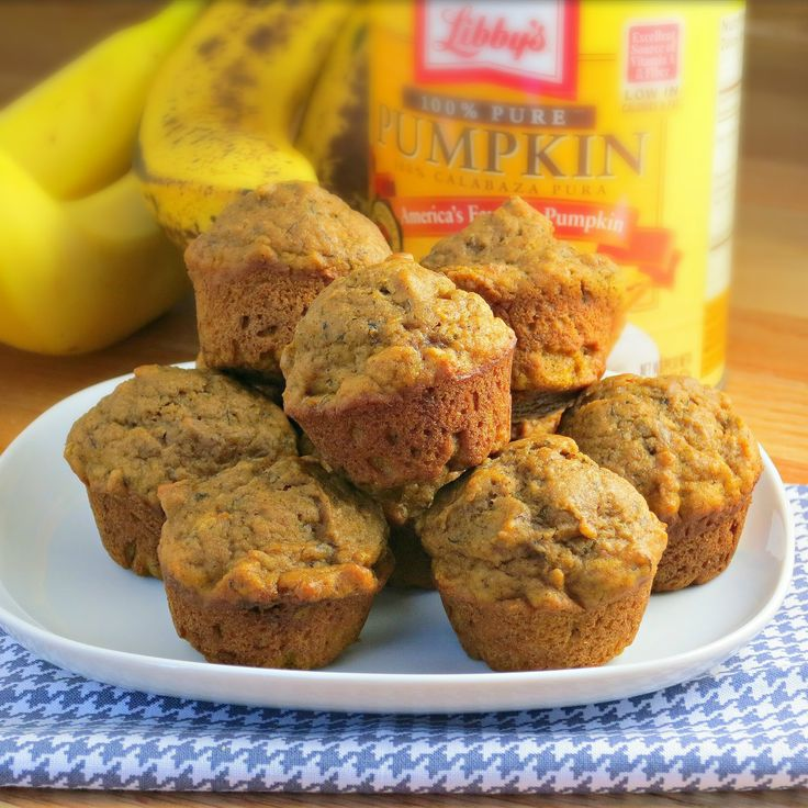 These were tasty, but needed a little more sugar.  I halved the oil (subbed applesauce) and added 1/3c mini choc chips.  Made 24 mini and 4 regular - Pumpkin Banana Muffins - 2PP ea for minis