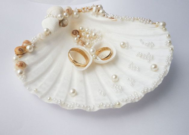 This romantic Sea Shell Ring Holder is decorated with pearl beads and natural se…