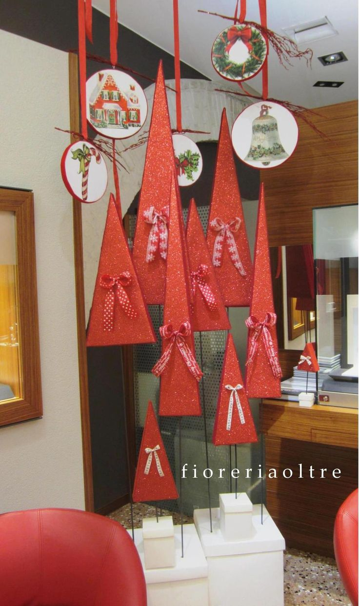 Fioreria Oltre/ Red Christmas tree decoration