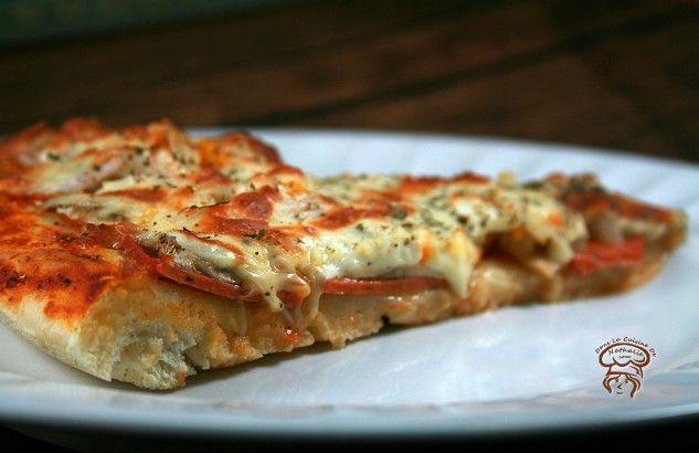 Dites-moi… ça existe quelqu'un qui n'aime pas la pizza? Je vous partage ma recette de pâte à pizza. Je l'a fais depuis des années et elle est toujours aussi bonne! Ingrédients pour1 grande pizza ronde de16 pouces (40cm): 1 1/2…