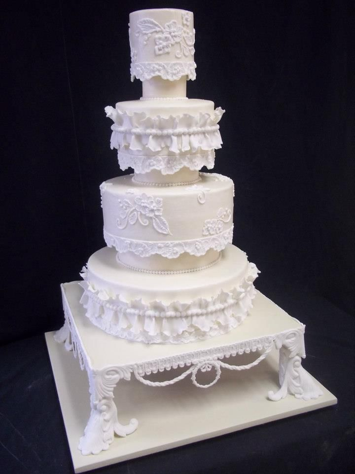 1000 images about wedding cakes on pinterest traditional luck of the irish and black fondant. Black Bedroom Furniture Sets. Home Design Ideas