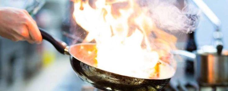 Οι δέκα σημαντικότεροι Έλληνες και ξένοι σεφ που εργάστηκαν στην Ελλάδα και επηρέασαν περισσότερο τις εξελίξεις την τελευταία τριακονταετία.