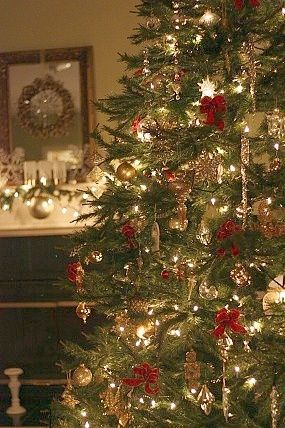Christmas tree decor red green and gold oh for Green and gold christmas tree