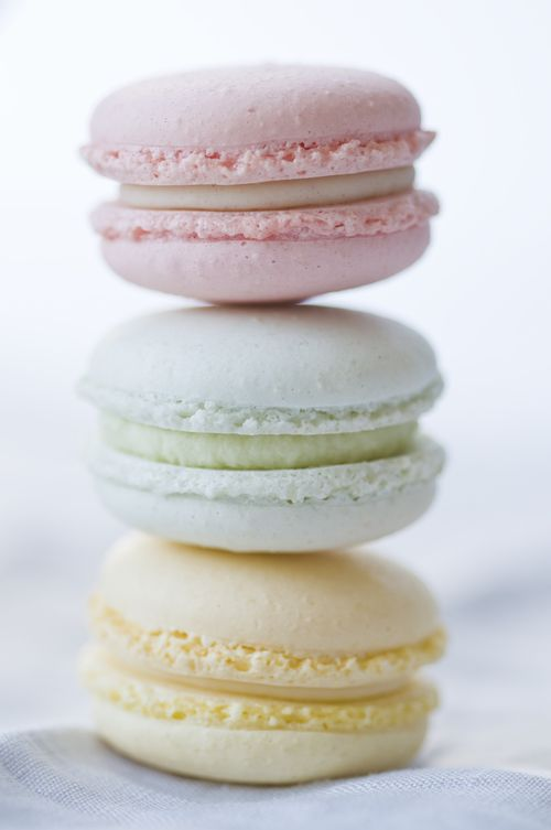 pastel macaroons by www.macaroom.at; photo by http://ckahr.com/ #macaroons #pastel #sweets