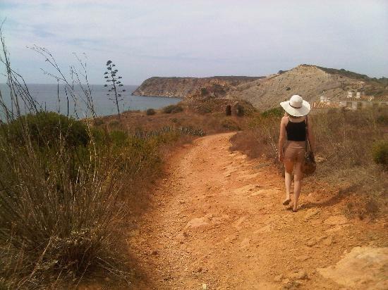 when in Portugal: cliff walk to Burgau beach