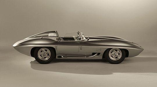 """Excelente foto de un Corvette """"Sting Ray"""" Concept Car del 63. Esto es innovacion."""