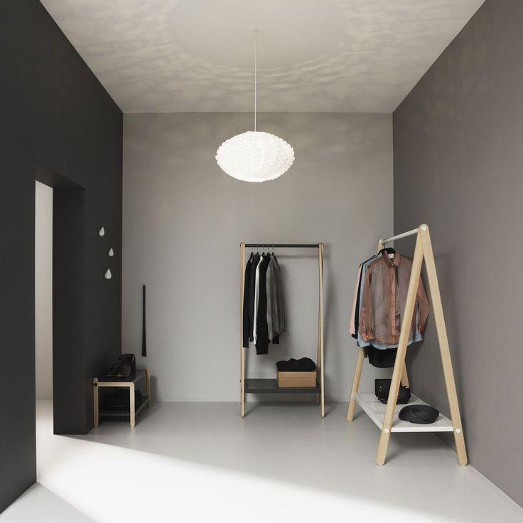La lampada Norm 03 progettata da Simon Karkov è un kit paralume in 39 pezzi. Quando il lampadario è accesa da un effetto di luce scultorea sul vostro muro.