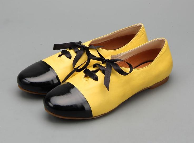 Туфли на венском каблуке. Круглый носок. Шнуровка на союзке.