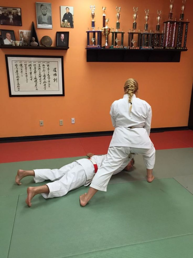 This month I am demonstrating self-defence against an across-line wrist grab, step 7.