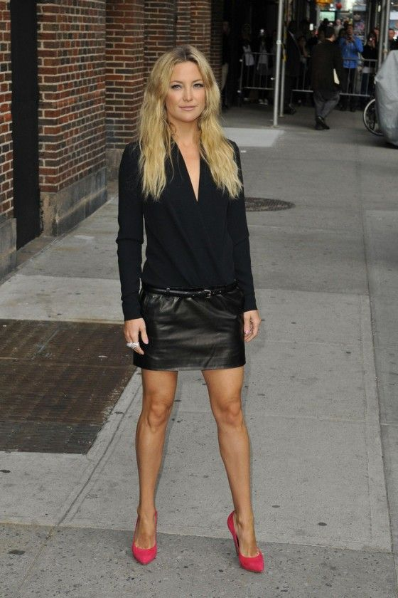 Kate Hudson in black leather mini-skirt