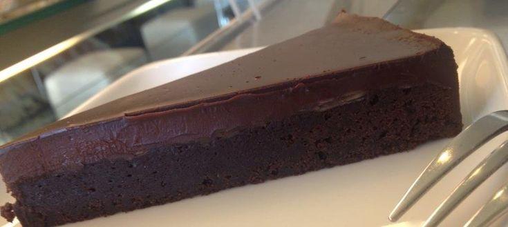 francia csokitorta...ilyet csinált nekem Edus szülinapomra...nagyon finom