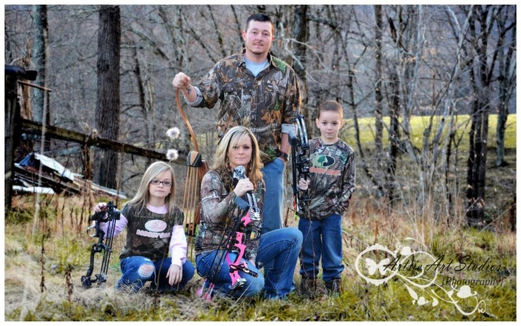 Bow Hunting family photo...well be doing this!!!!! ♥