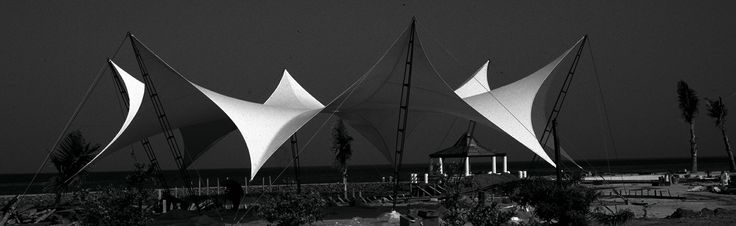 Each tent in its purity of form and in its balance of lightness and elegance has a sculptural character.