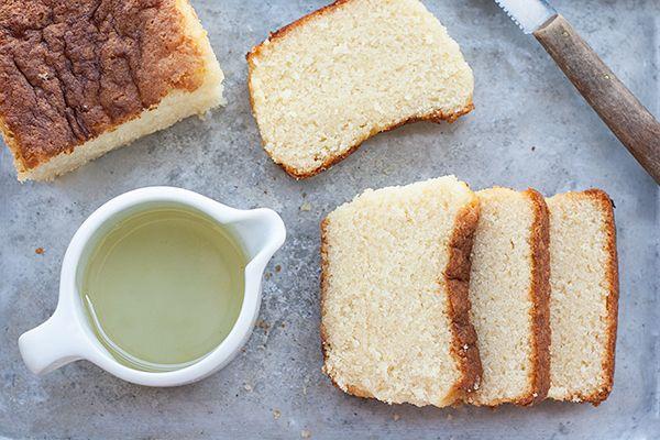 Lemon cake or lemon drizzle cake