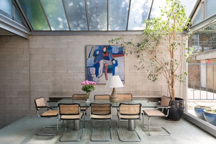 Project: Pond Street London NW3 | Product: Marcel Breuer's Cesca Chair | Architect: Norman Foster | PC: The Modern House
