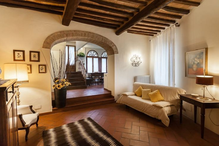 House in Montalcino, Italy. Nel centro di Montalcino potrete usufruire di una bellissima casa in pietra con giardino privato.  La casa è sviluppata su due piani.  Si entra in un salotto con travi a vista e arredato con mobili d'epoca, si passa attraverso un arco nell'ampia z... - Get $25 credit with Airbnb if you sign up with this link http://www.airbnb.com/c/groberts22