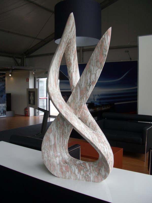 Beeldhouwwerken en Moderne Kunst objecten verkocht door Mark Rietmeijer, Den Haag, Beeldhouwer, Steenhouwer, Galerie, Bronsgieter, Marmer, Steen bewerken, kunst docent