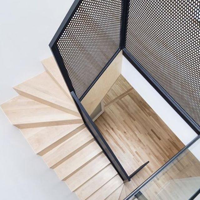 Вот такие индустриальные перила мы могли бы изготовить для лестницы вашей мечты. ✔️цена зависит от размера, все ваши вопросы пишите в Директ или вотс ап 💝 #art_002 ✔️возможна различная перфорация сетки, напишите нам, и мы вышлем вам подробности