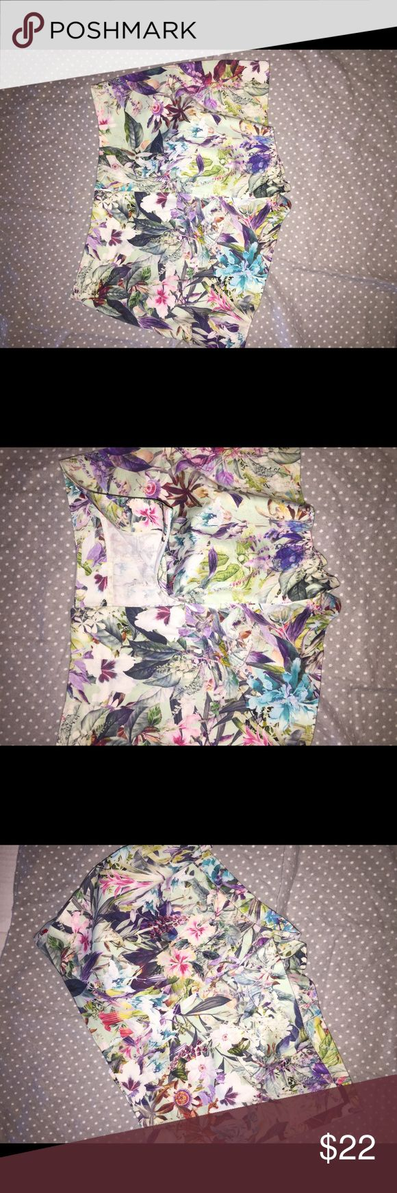 Zara basic shorts Like new never worn because they never fit me. Super cute perfect for spring/summer. You won't go bad with these. They are so pretty !!! My loss your gain. Smoke free and pet free home. Zara Shorts