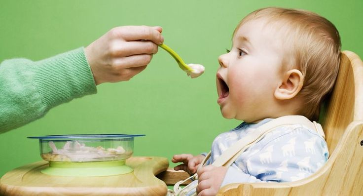Ecco tutte le ricette per il bambino con le indicazioni mese per mese su cosa inserire nella sua dieta durante il periodo dello svezzamento fin dalle prime pappe.