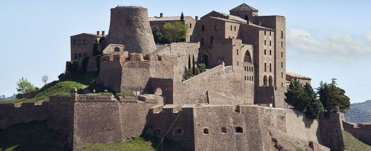 How would you like to travel back in time to the Middle Ages? At the Parador de Cardona, you will fe..