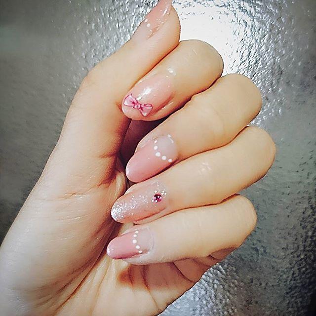 雨だから……引きこもってセルフネイル♡ お仕事おやすみで嬉しい( ᵕᴗᵕ )  #セルフ #セルフネイル #ジェルネイル #逆フレンチ  #ピンク  #大人女子 #大人可愛い  #ピンクが好き  #お洒落さんと繋がりたい  #お洒落な人と繋がりたい  #nail #selfnail #pink  #kawaii #gelnails #japan #インスタサボり気味