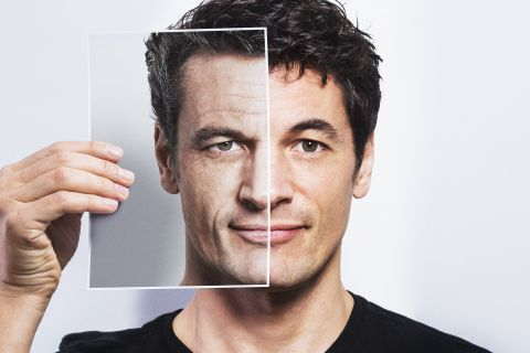 David Sinclair – Close To Reversing Aging | Scientists are close to finding the elixir of youth. New understanding and technology mean we can turn back the clock and live longer...