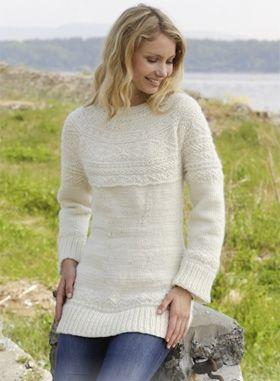 Gratis strikkeopskrifter | Strikket bluse i ren uld | Strik en fin bluse uld med strukturmønster og rundt bærestykke, strikket ovenfra og ned. Kan strikkes i str. S - XXXL