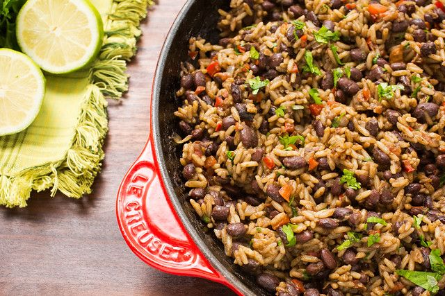 Gallo Pinto (Costa Rican Beans and Rice): Traditionally served with breakfast alongside fried or scrambled eggs, Gallo Pinto is a hearty and delicious traditional Costa Rican dish. It's a cinch to prepare, too! Bean Recipes, Rice Recipes, Mexican Food Recipes, Vegetarian Recipes, Dinner Recipes, Cooking Recipes, Healthy Recipes, Ethnic Recipes, Spanish Recipes