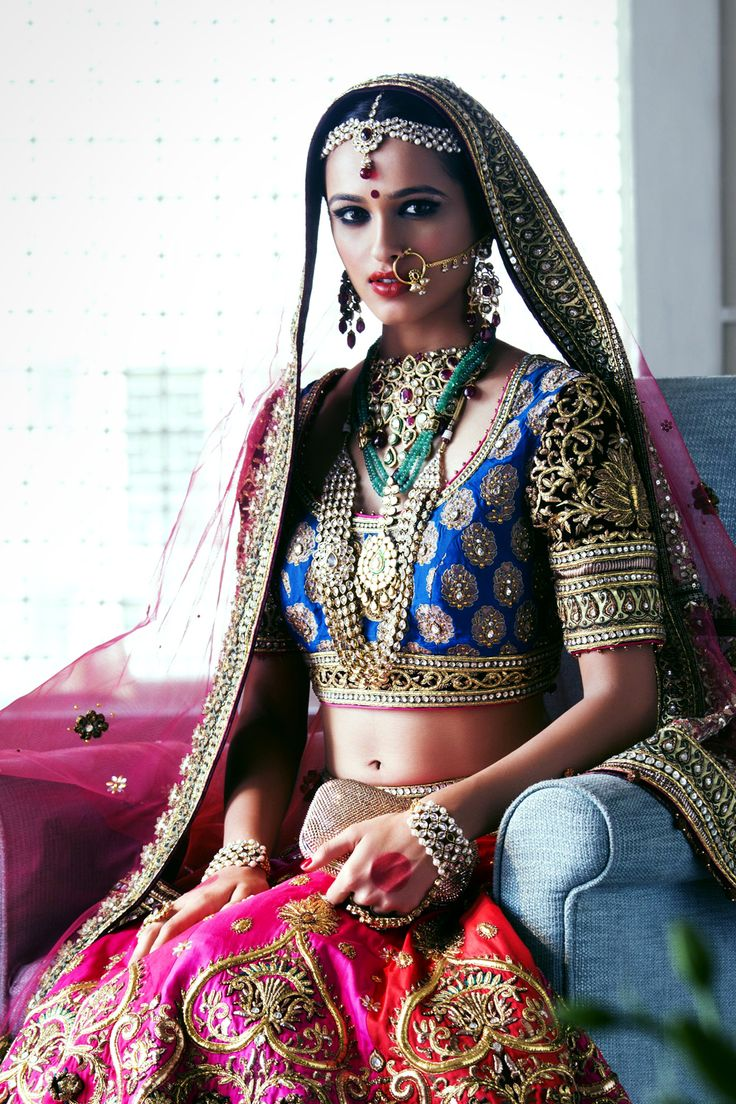 The DLF Emporio Bride in Tarun Tahiliani Couture