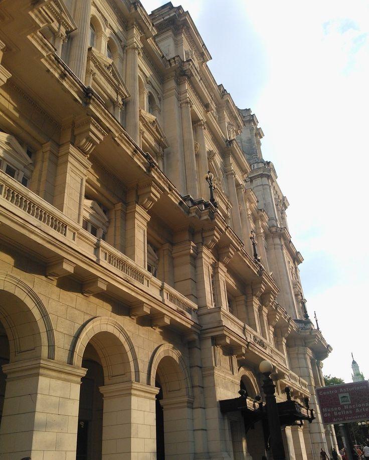 """Die Fassade des """"alten"""" Museo de Bellas Artes - dort ist alles was nicht kubanische Kunst ist ;)"""