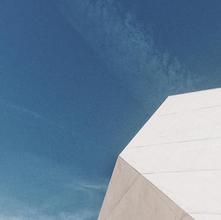 Less is more. #design #architecturephotography #architecture #architecturelovers #architectureporn #minimalism #minimalmood #vsco #vscocam…