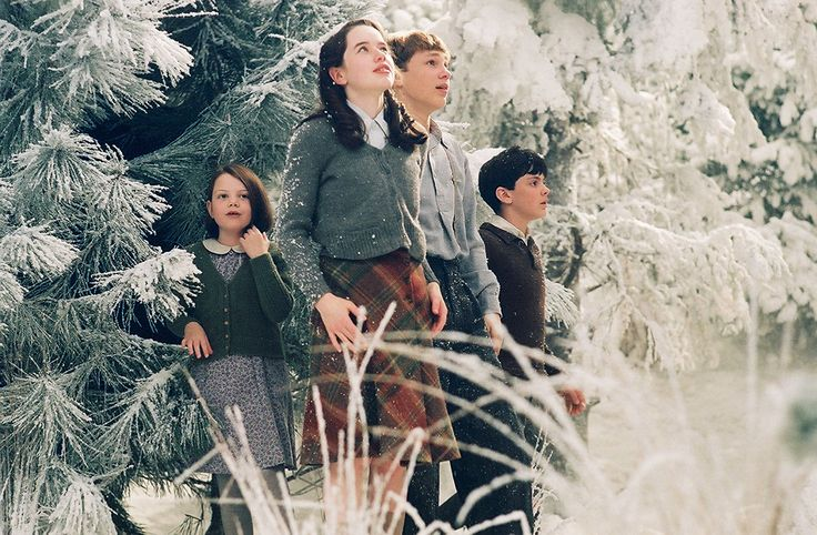 William Moseley, Anna Popplewell, Skandar Keynes, and Georgie Henley in The Chronicles of Narnia: The Lion, the Witch and the Wardrobe (2005)