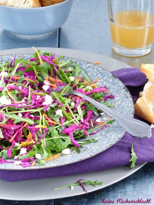 Gute Laune Salat { Rucola, Rotkohl und Mörchen } mit Apfel-Ingwersenf Vinaigrette