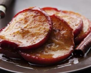 Pommes poêlées au miel et à la cannelle : http://www.fourchette-et-bikini.fr/recettes/recettes-minceur/pommes-poelees-au-miel-et-la-cannelle.html