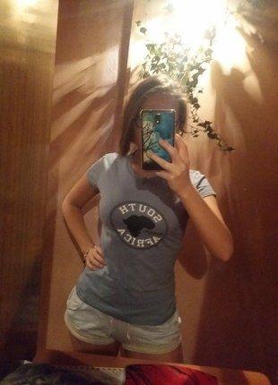Kup mój przedmiot na #vintedpl http://www.vinted.pl/damska-odziez/koszulki-z-krotkim-rekawem-t-shirty/16105895-bluzka-38-m-africa-niebieska