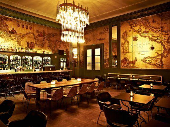 Die Goldene Bar. Die Café-Bar mit Terrasse und gehobener Einrichtung serviert hausgemachte internationale Speisen und Drinks. Adresse: Prinzregentenstraße 1, 80538 München